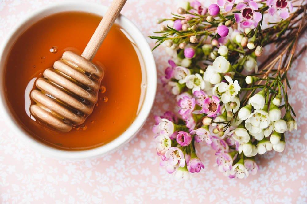 manuka honey and flowers